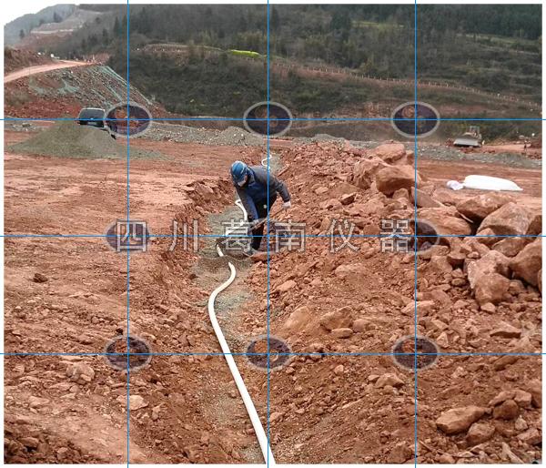 粘土心墙石渣坝渗压计安装
